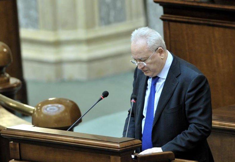 Haşotti: Băsescu să ia atitudine în chestiunea steagului secuiesc, dar şi Parlamentul