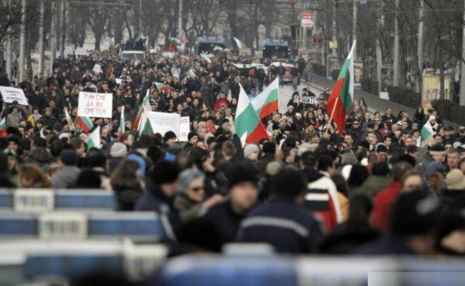 A zecea zi de proteste în Bulgaria. Mii de oameni manifestează pe străzi, nemulţumiţi de creşterea preţurilor