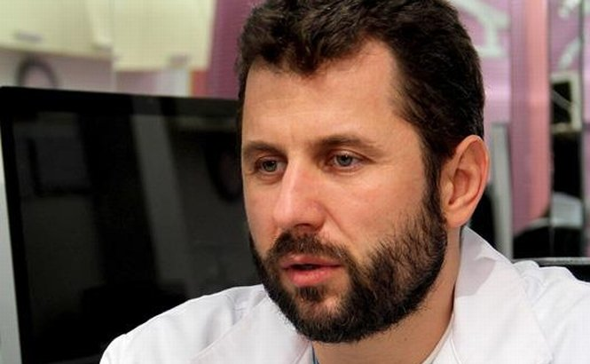 Medicul Călin Doboş, a cărui pacientă a murit după liposucţie, pus sub învinuire