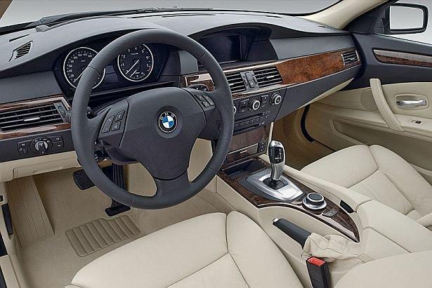 Probleme serioase pentru deţinătorii de BMW. Gigantul auto recheamă în fabrică jumătate de MILION de maşini