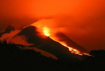 """Vulcanul Etna a erupt din nou: """"Este prima erupţie din 2013 şi a durat doar câteva ore"""""""