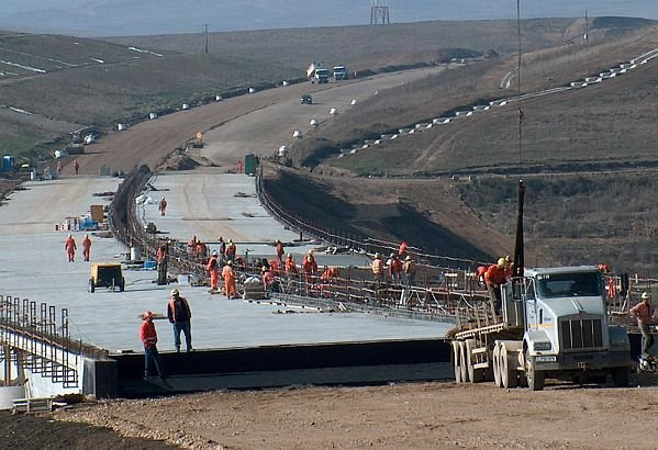 Bechtel are tarife preferenţiale pentru România. Noi am dat 30 de MILIOANE de euro pentru 1 km de autostradă. Cât au dat alţii
