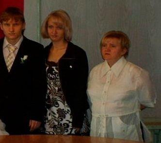 La nunta lor nimeni nu a zâmbit. În poza de familie zici că erau la înmormântare