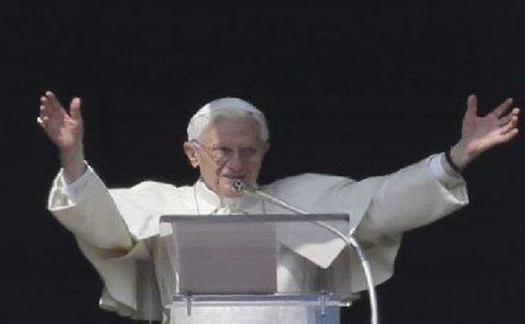 Papa Benedict al XVI-lea ar putea să aducă schimbări în privinţa alegerii unui nou Suveran