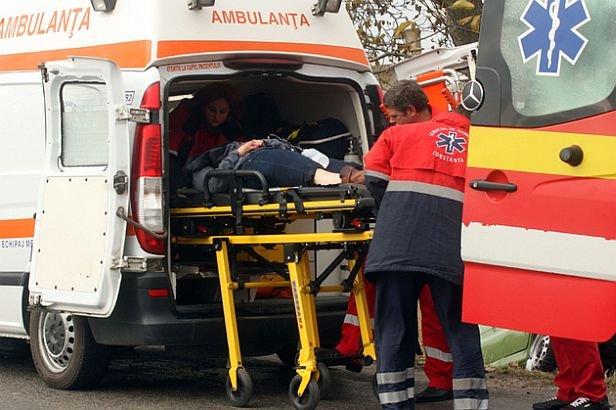 Un şofer beat a intrat în plin într-o mamă şi copilul ei, aflaţi la marginea drumului. Copilul este acum în comă şi are puţine şanse de supravieţuire