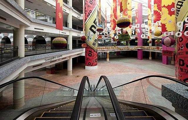 """Cel mai mare mall din lume, un """"templu"""" GOL, ocupat în proporţie de 1%. Măsoară 900.000 mp"""