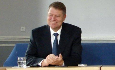 Klaus Iohannis i-a asigurat pe sibieni că nu renunţă la Primăria oraşului