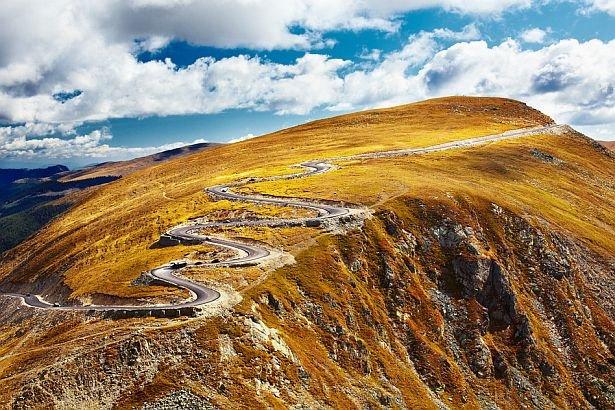 BOMBĂ pentru turismul din România. Unul din cele mai frumoase drumuri a fost construit ILEGAL