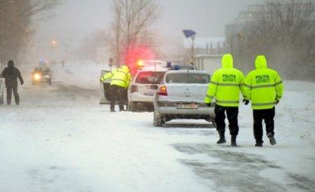 Traficul rutier pe DN 67 C, către staţiunea Rânca, închis din cauza viscolului