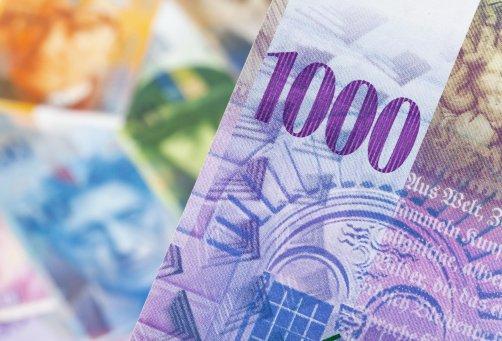 Anchetă UE: Bănci şi brokeri au format carteluri, pentru a manipula dobânzile la creditele în franci elveţieni