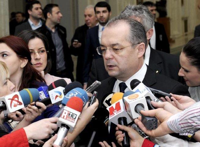 Dor de Boc: Fostul premier, aplaudat în picioare de membrii PDL prezenţi la CNC