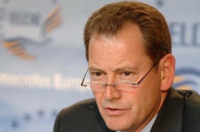 Graham Watson: Putem să-l învingem pe Băsescu, nu există porc atât de mare încât ursul liberal să nu-l înghită