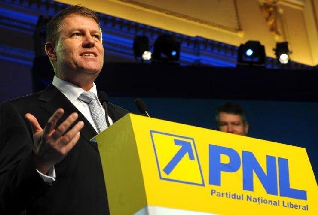 Iohannis: Trebuie să câştigăm Preşedinţia României cu candidatul Antonescu