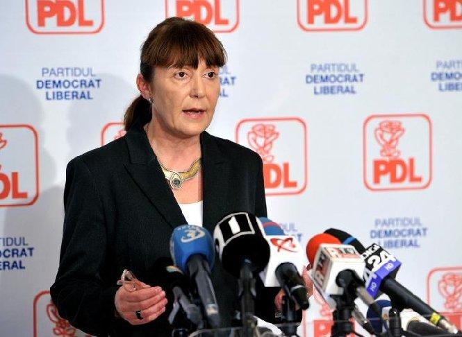 """Monica Macovei vrea """"întoarcerea la popor"""" şi cere suplimentarea numărului de delegaţi până la 12.000"""