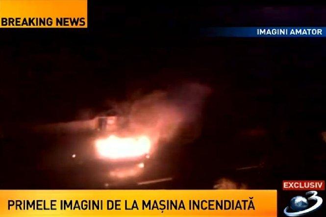Primele imagini cu maşina incendiată vineri noapte, în Capitală