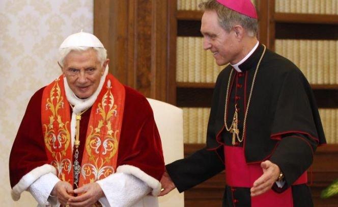 """Vaticanul: Acuzaţiile referitoare la scandalurile financiare şi sexuale sunt """"bârfe"""" şi """"presiuni inacceptabile"""""""