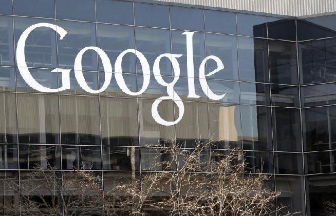 Acţiunile Google ar putea depăşi pragul de 1.000 de dolari în 2013