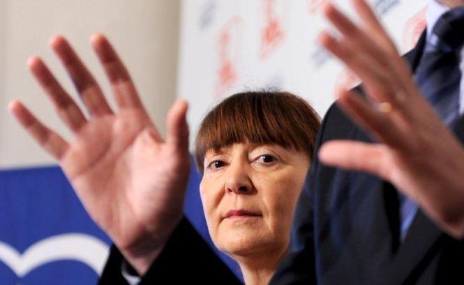 Monica Macovei şi PDL vor agenţi ai serviciilor secrete în presă