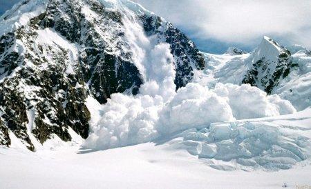 Risc de avalanşă în Munţii Făgăraş şi Bucegi. La Bâlea Lac, stratul de zăpadă măsoară aproximativ trei metri