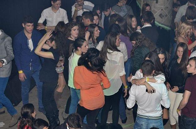 Tragedie petrecută azi noapte la o petrecere. Un CAMPION balcanic la înot a murit în faţa prietenilor