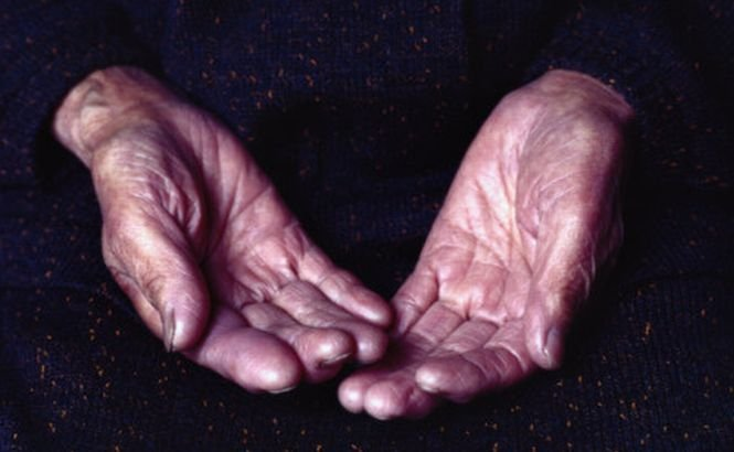 O bătrână de 92 de ani, datoare la stat cu peste 10.000, dintr-o greşeală