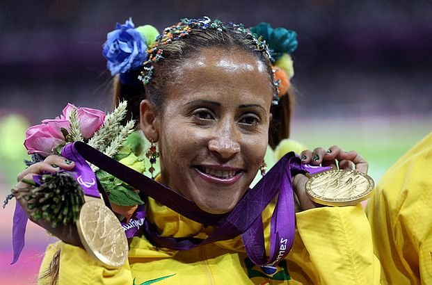 """Povestea impresionantă a fetei complet OARBĂ care a câştigat aurul olimpic. """"Eram atât de săraci, încât mâncam din gunoaie"""""""
