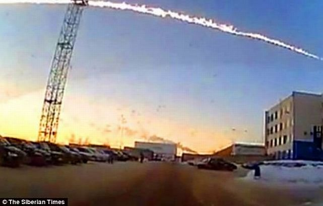 Teoria conspiraţiei în Rusia. Meteoritul care a căzut în Ural ar fi fost de fapt un atac terorist