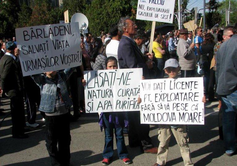 Bârlad: Peste 8.000 de oameni, la un protest faţă de explorarea şi exploatarea gazelor de şist