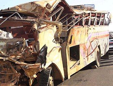 Cel puţin 32 de morţi după ce un autocar s-a răsturnat, în Kenya