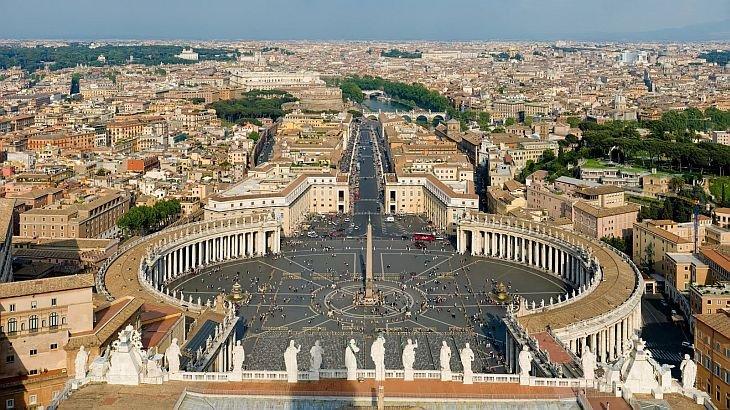 Mâine, toţi ochii vor fi aţintiţi spre Vatican. Evenimentul este UNIC în ultimii 600 de ani