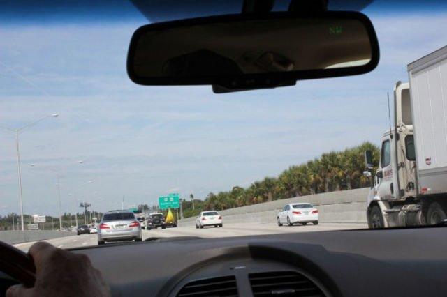"""Acestui şofer nu i-a venit să creadă ce vede în faţa lui, pe autostradă. """"Nu ştiu cum de nu a intervenit poliţia"""""""