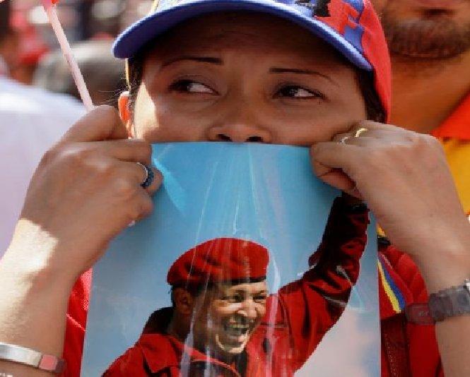 Hugo Chavez se zbate între viaţă şi moarte, confirmă vicepreşedintele Venezuelei