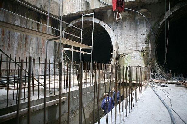 Statul scoate din conturi 11 milioane de euro, pentru conservare. Construcţia metroului din Drumul Taberei, îngheţată