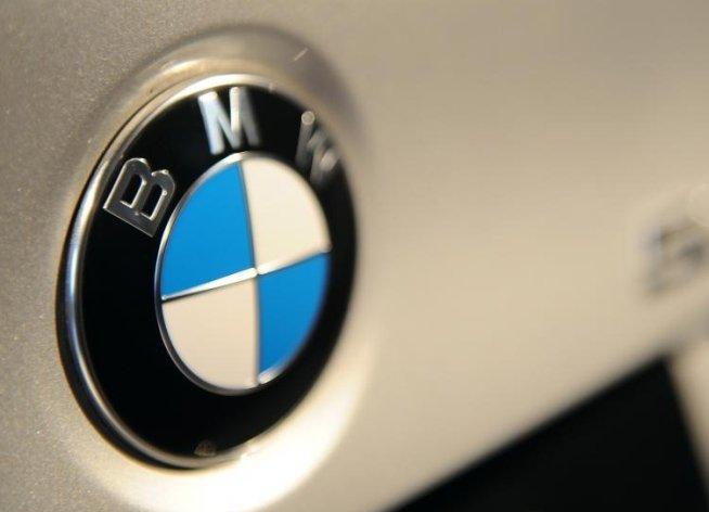 BMW recâştigă statutul de cel mai mare furnizor de maşini de lux din lume, datorită Seriei 3 şi X1
