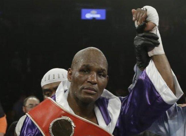 Cel mai vârstnic campion mondial la box din istorie a mai câştigat un titlu mondial