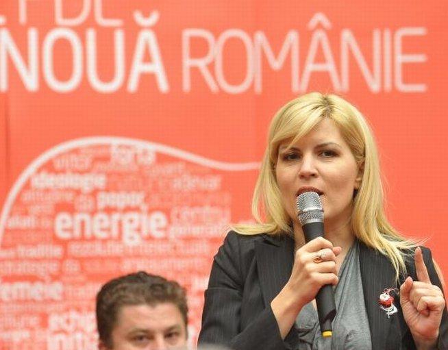 Elena Udrea: După ce voi câştiga şefia PDL, vor fi evaluate toate filialele partidului. Îmi doresc ca toţi candidaţii să facă parte din conducere