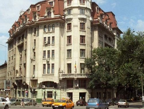 Teatrul Bulandra, instituţia publică unde Legea 544/2001 este opţională şi, cel mai des, ocolită