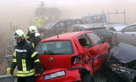 Accident în lanţ pe o autostradă din Ungaria. Peste 40 de maşini implicate