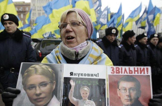 Ucraina. Mii de persoane au manifestat pentru eliberarea Iuliei Timoşenko şi demisia preşedintelui Viktor Ianukovici