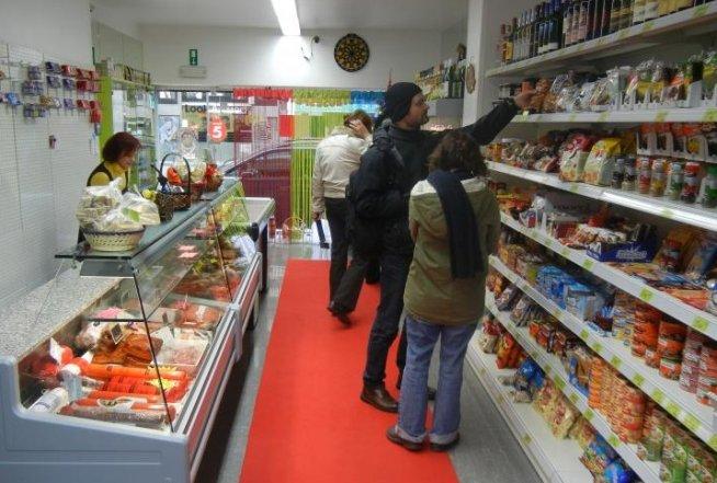 Conservele cu carne de vită 'Ardealul', retrase de pe piaţă, pentru suspiciuni că ar conţine şi carne de cal