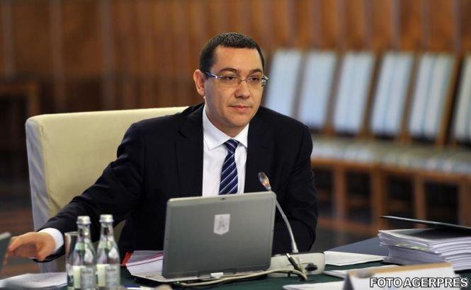 """Victor Ponta consideră """"inacceptabil"""" gestul fanilor echipei Rapid de a da foc steagului Ungariei"""