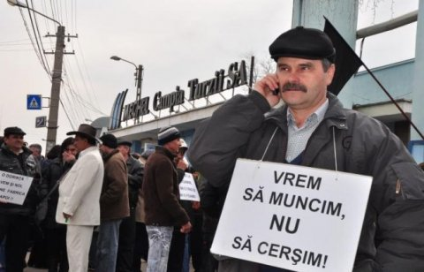 Protestatarii de la Mechel Câmpia Turzii au blocat drumul naţional E 60 şi le-au cerut şoferilor câte un leu