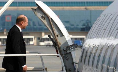 Administraţia prezidenţială face economii de când a renunţat la aeronava TAROM. Cât costă acum deplasarea externă a lui Băsescu