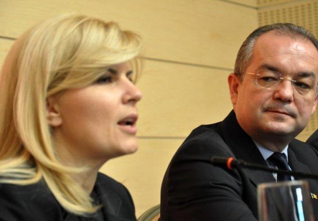 """Emil Boc i-a oferit Elenei Udrea un """"cadou de suflet"""", primit de la Traian Băsescu în 2004"""