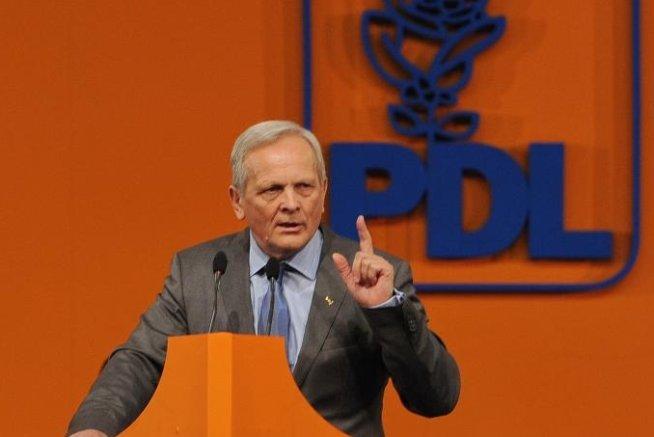 Stolojan: Votez cu Vasile Blaga pentru că nu stă cu mâna pe clanţa de la uşa partidului dacă nu va fi ales