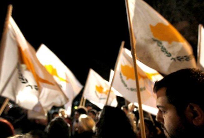 Sute de angajaţi ai băncilor au manifestat la Nicosia