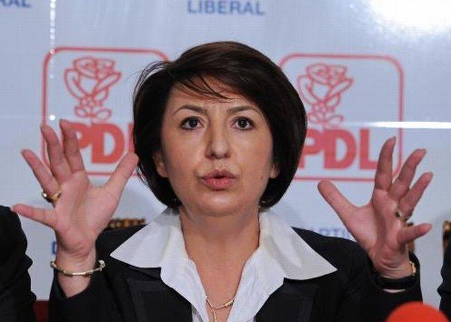 Sulfina Barbu: Elena Udrea ar trebui să recunoască înfrângerea şi să contribuie la consolidarea PDL