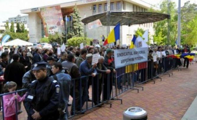 Proteste de amploare la Oltchim. Peste 300 de angajaţii au blocat autostrada