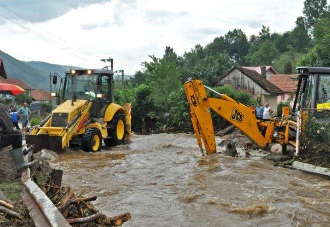 Cod portocaliu de inundaţii pe mai multe râuri din judeţele Bihor şi Arad