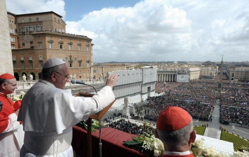 """Papa ia în calcul ÎNCHIDEREA Băncii Vaticanului. """"Francisc ia decizii surprinzătoare în fiecare zi"""""""